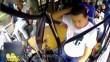云南:山石砸中客车 司机忍痛保乘客平安