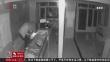 半夜破窗闯门店 盗走手机十一部