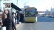 公交车遇上肇事 紧急制动后发生意外