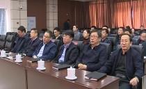 双鸭山市政府组织全体机关干部收听收看政府工作报告