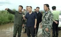 雙鴨山市長鄭大光到寶清縣檢查指導防汛救災工作