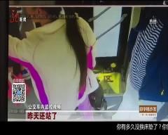 齐齐哈尔 公交失控撞灯杆 司机胳膊遭黑手