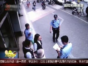 """上海:执意购买""""特效药"""" 老人取款被劝阻"""