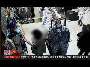 """哈尔滨  进店""""拿衣服""""俩女子配合偷窃"""