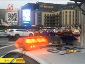 哈市交警部門迅速出警到擁堵路段指揮交通