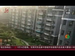 安徽:幼童头卡防盗窗 好心人六楼翻窗托举