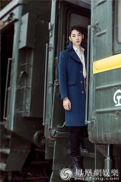 在《我站在橋上看風景》中,龐瀚辰飾演的羅智是蕭水光的青梅竹馬,少年
