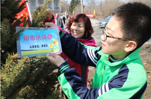 哈尔滨市道外区水泥街道创新开展义务植树活动