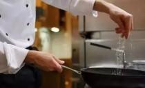 涨姿势|炒菜时,用鸡精好还是味精好?很多人都用错了