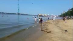 高小微:这天简直热到膨胀!江边有2处公益浴场,来凉快凉快~