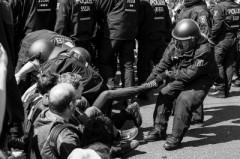 """紀念納粹""""二把手""""?柏林民眾阻擊新納粹游行"""