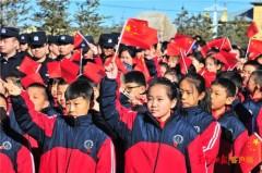 """他们在中国""""北极""""佩戴上了国旗徽章"""
