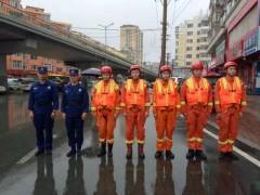 哈尔滨:消防人员前置执勤 确保市民出行