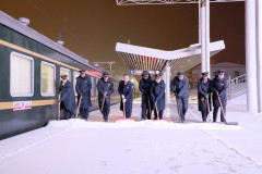 1.5对动车组重联 29对列车加挂车辆哈铁增加运能保障旅客雪中出行