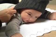 """周杰伦PO婴儿正脸照 称""""朋友小孩眼睛真大"""""""