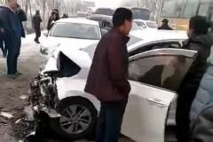 突发!五常4车连环相撞,10人受伤,伤重者急送哈尔滨……