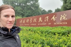"""【中国那些事儿】曾在武汉病毒研究所工作的澳籍专家:""""实验室泄漏论""""毫不可信"""