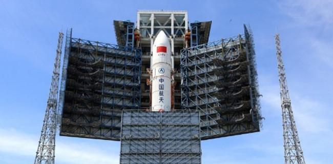 第二发长征五号大火箭完成垂直转运