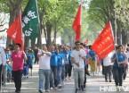 """哈尔滨举行""""万步有约""""健走活动 吸引众多市民参加"""