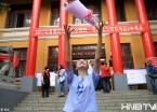 2017高考结束 哈尔滨考生轻松笑成花