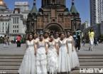 """太洋气!哈尔滨圣索菲亚大教堂美女帅哥毕业生拍""""婚纱毕业照"""""""