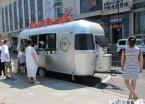 新型饮品车亮相哈尔滨 银白色流线型外形炫酷(组图)