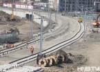哈尔滨:霁虹桥连接桥下 高铁铺轨忙