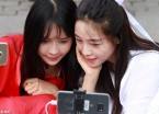 南方网络主播来哈尔滨避暑 索菲亚教堂前秀汉服