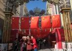 哈尔滨:步行街挂国旗迎国庆(组图)