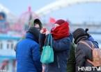 哈尔滨最低气温达冰点 大棉袄羽绒服成逛街标配(组图)