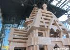 哈尔滨举行环保艺术展废纸壳制成埃菲尔铁塔、古城堡吸睛(组图)