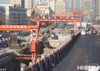 哈尔滨地铁建设冬季不休 工人加班加点施工抢进度(组图)