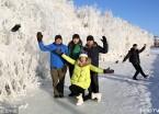 大兴安岭现壮观冰挂景观 吸引众多游客(组图)