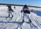 大兴安岭:边防官兵进行滑雪训练(组图)