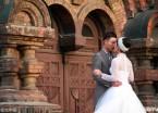 哈尔滨索菲亚教堂爱情角 情侣们扎堆求婚、拍婚纱照(组图)
