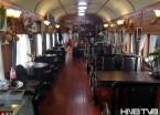 哈尔滨一咖啡厅开在老式火车车厢里引市民围观(组图)
