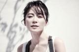 冻龄女神俞飞鸿拍写真 黑白Look诠释优雅和帅气