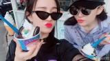 刘亦菲晒与好友合影 红唇美艳姐妹俩似少女