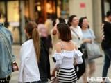 哈尔滨迎今年以来最高温31℃跑步入夏 短裤墨镜成标配