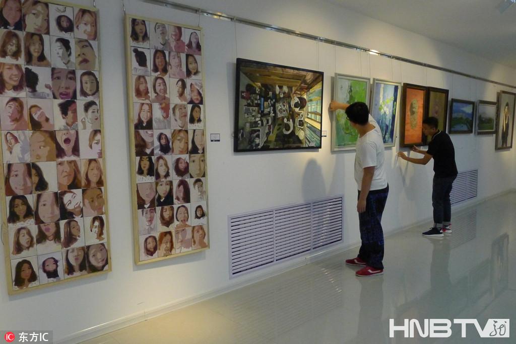 黑河一高校举行毕业生油画水彩画作品展