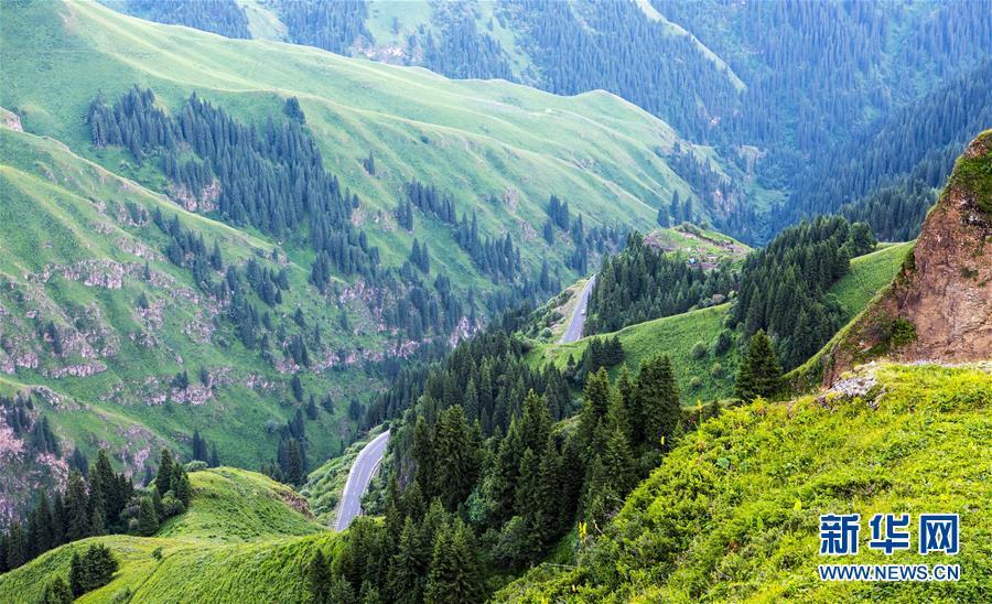 """""""飛閱""""天山 穿越新疆最美公路"""