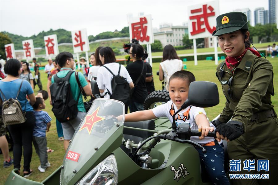 解放军驻澳部队珠海基地营区开放日活动精彩纷呈