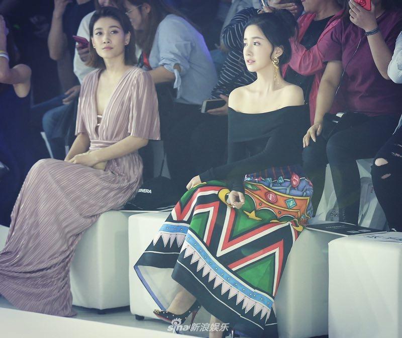 陈欣予闪耀北京国际时装周 大气造型尽显时尚态度