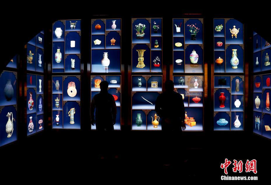 故宫博物院92周年院庆 观众利用科技体验养心殿