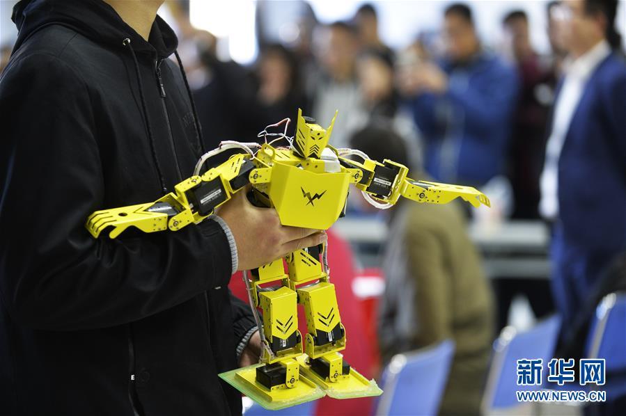 天津市举行大学生机器人大赛