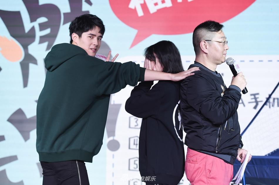 刘昊然生日会举行 与粉丝玩数独游戏超开心