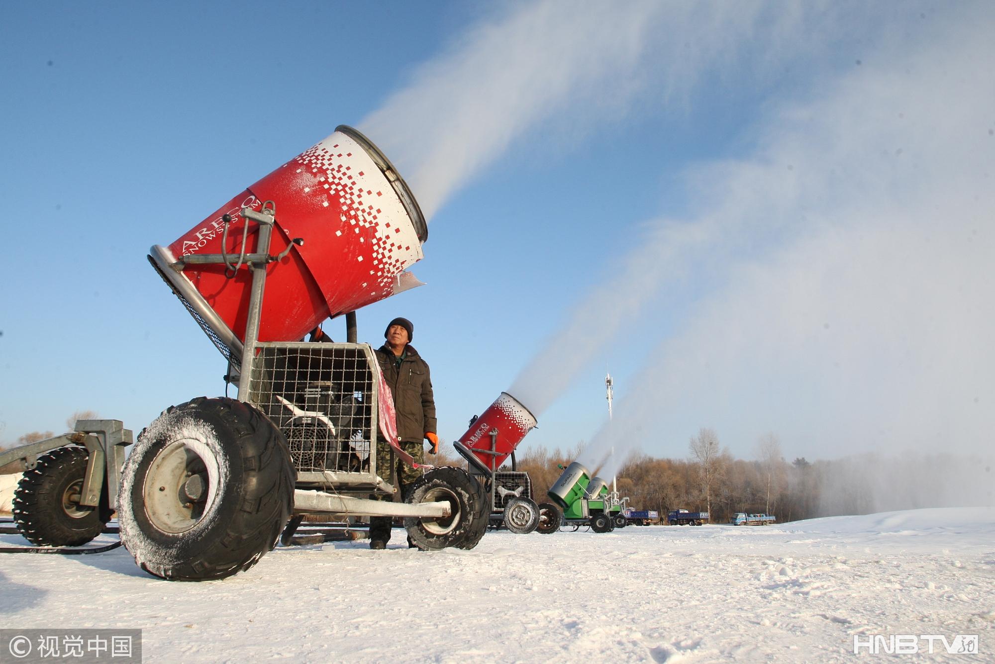哈尔滨太阳岛24小时人工造雪 为国际雪雕艺术博览会做准备(组图)