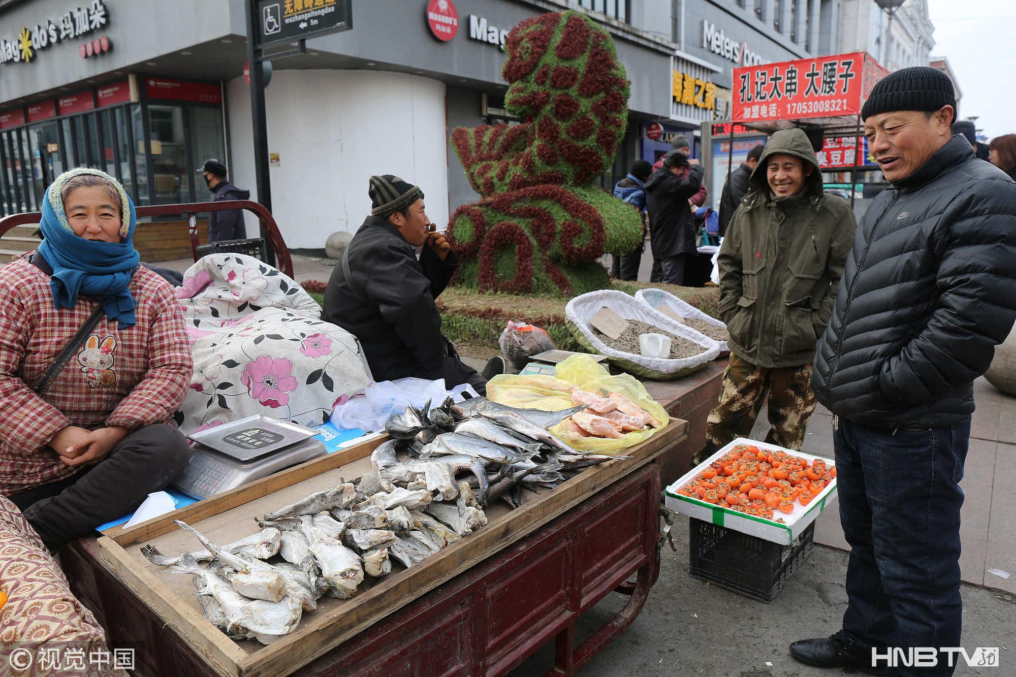 黑河:东北小城-30℃冻货俏销 物美价廉人气高(组图)