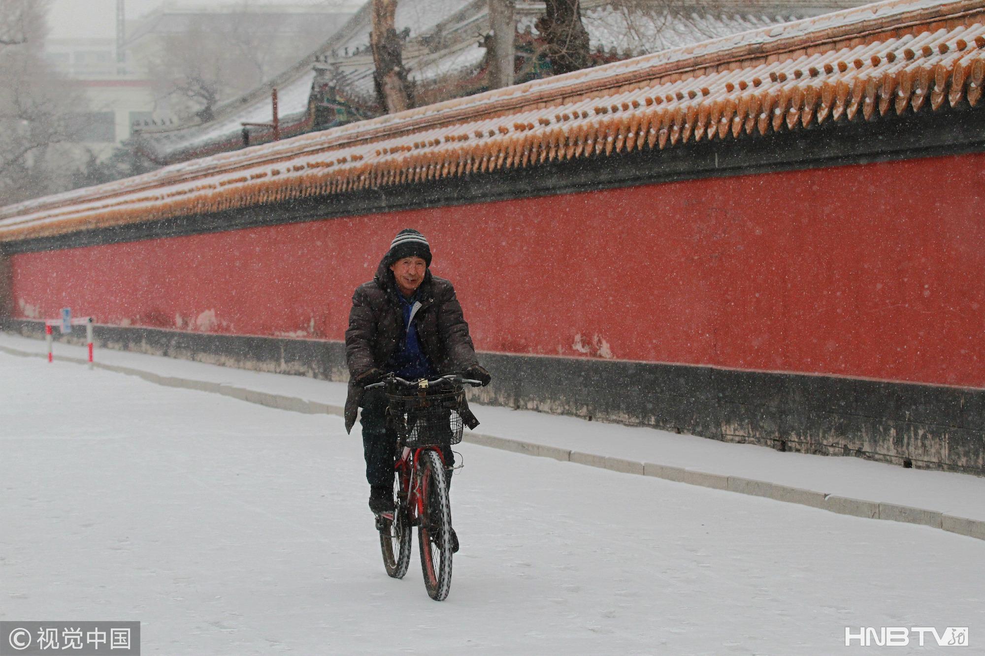 哈尔滨:大雪中的文庙红墙黄瓦宛如琉璃世界(组图)