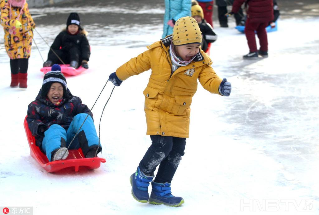 冰城小学生赏冰玩雪乐无穷(组图)